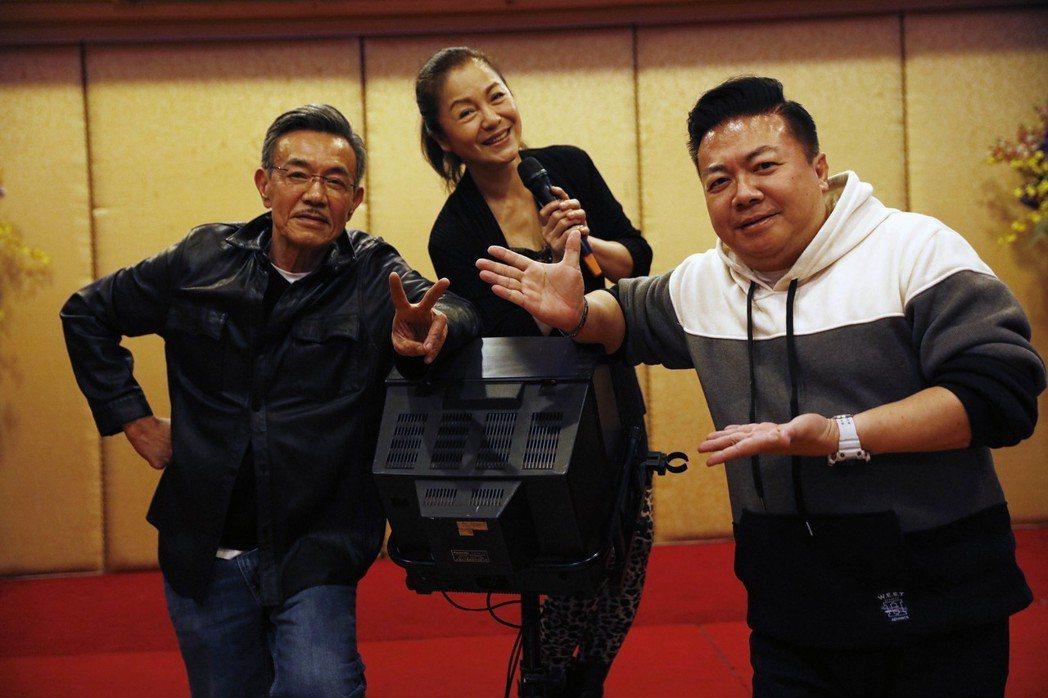 董至成(右起)、潘麗麗、王道出席會星堂春酒。圖/會星堂提供