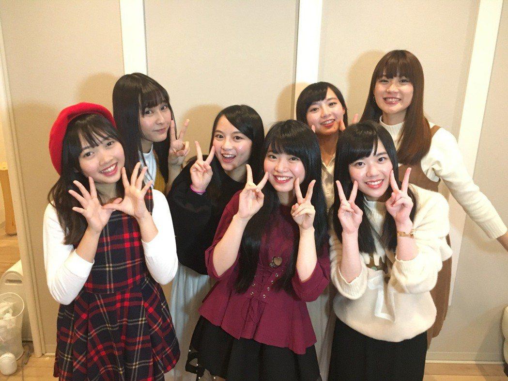 馬嘉伶和台灣研究生好友們。圖/TPE48 Entertainment提供