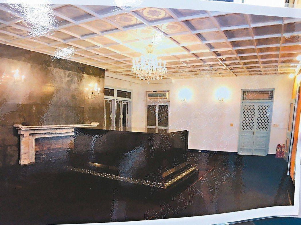 慈湖陵寢靈櫬室3月1日開始清理,撤下遺像,地毯、窗簾仍殘留紅漆。 圖/桃園市議員...