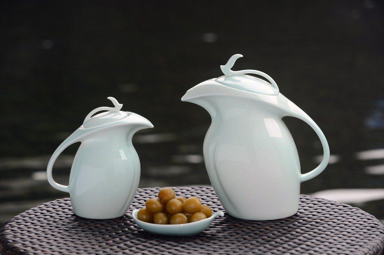 今年梅甕「青鶯樂」是實用的注水壺,民眾可以DIY醃脆梅,並把梅甕帶回家。圖/新北...