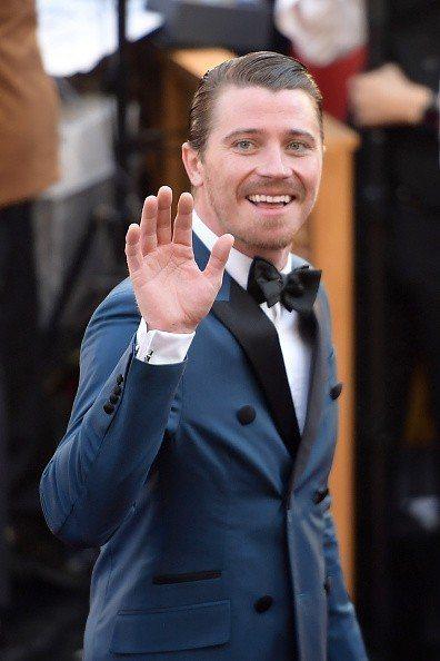 蓋瑞特荷德倫穿著Prada西裝搭配萬寶龍珠寶袖扣出席奧斯卡。圖/萬寶龍提供