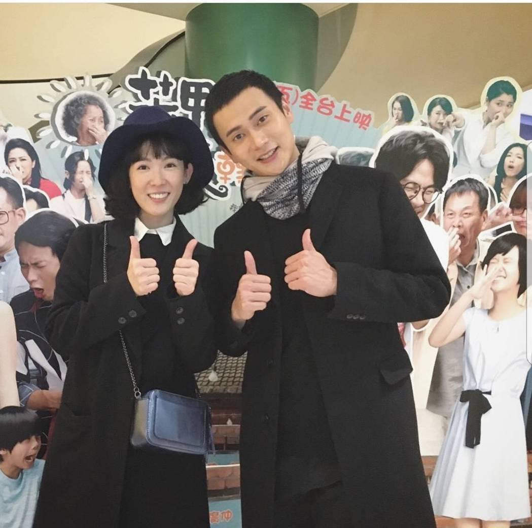 孫可芳(左)力挺劉冠廷演出的「花甲大人轉男孩」。圖/摘自IG