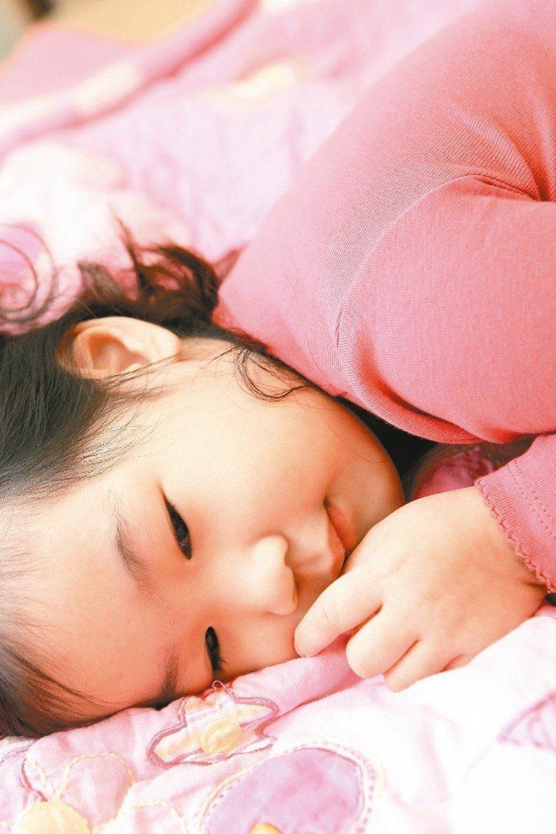 不讓寶寶呼吸卡卡 仰睡比較好