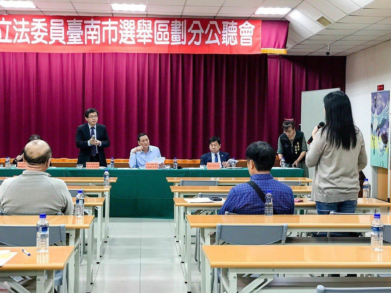 台南市立委將從原本的5席增至6席,南市選委會昨召開選區劃分公聽會,公布初步劃分方...