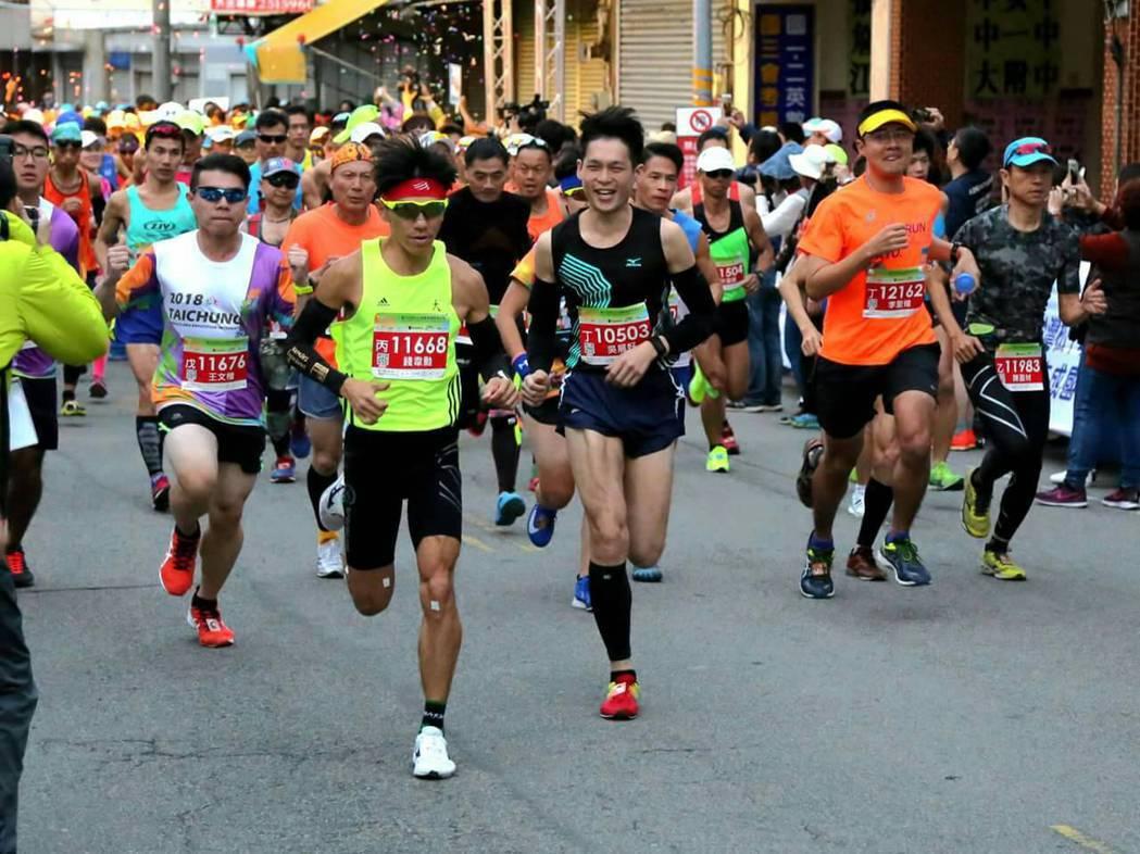 全台各地的路跑賽經常吸引眾多熱愛路跑的民眾參加。 圖/錢韋勳提供