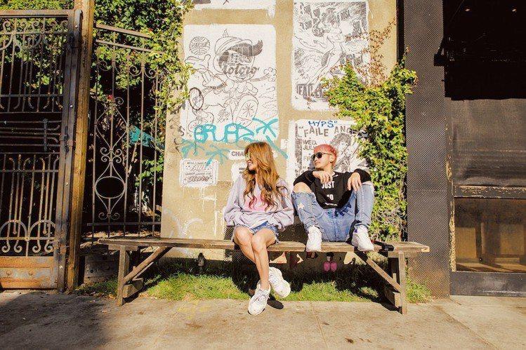 許維恩及KID拍攝聯名款形象照。圖/Shhh提供