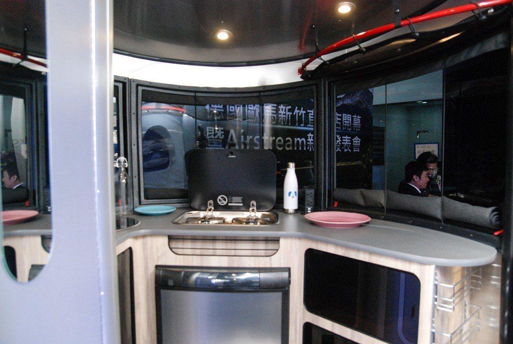 Basecamp 可說是小而精美,廚具設備一應俱全。 記者林鼎智/攝影