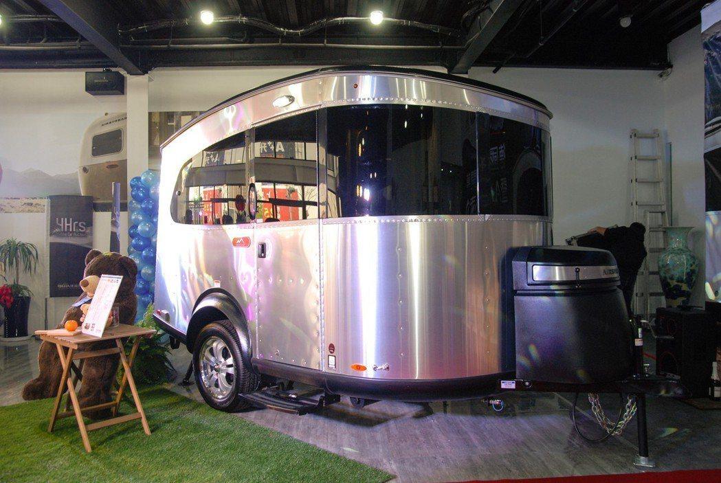 全新 Airstream Basecamp 頂級露營車即日上市,建議售價為新台幣...
