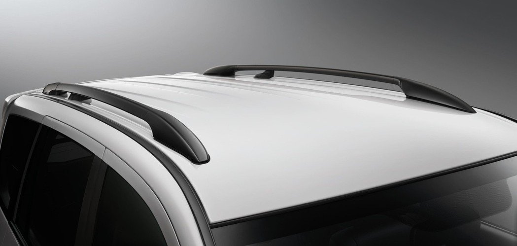 鋁合金車頂行李飾架。 圖/中華汽車提供