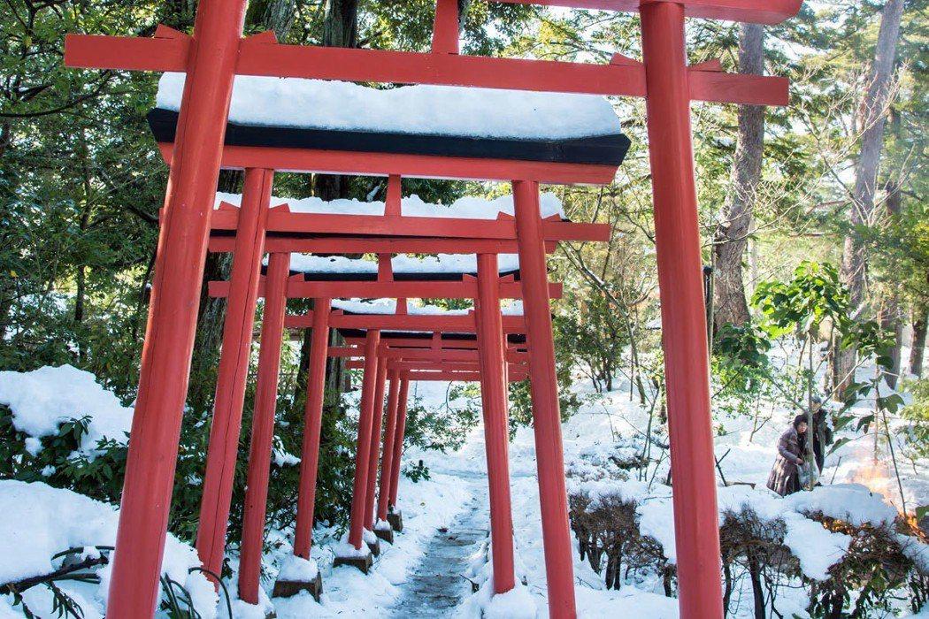 穿越眾多鳥居就可抵達金澤發源地-金城靈澤。