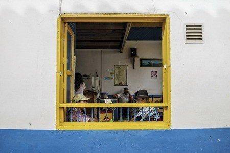 來杯咖啡小憩一番是小鎮居民的日常 (照片/紐約時報提供)