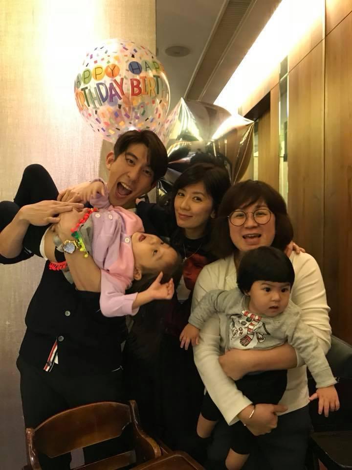 修杰楷與家人慶祝生日。圖/摘自臉書