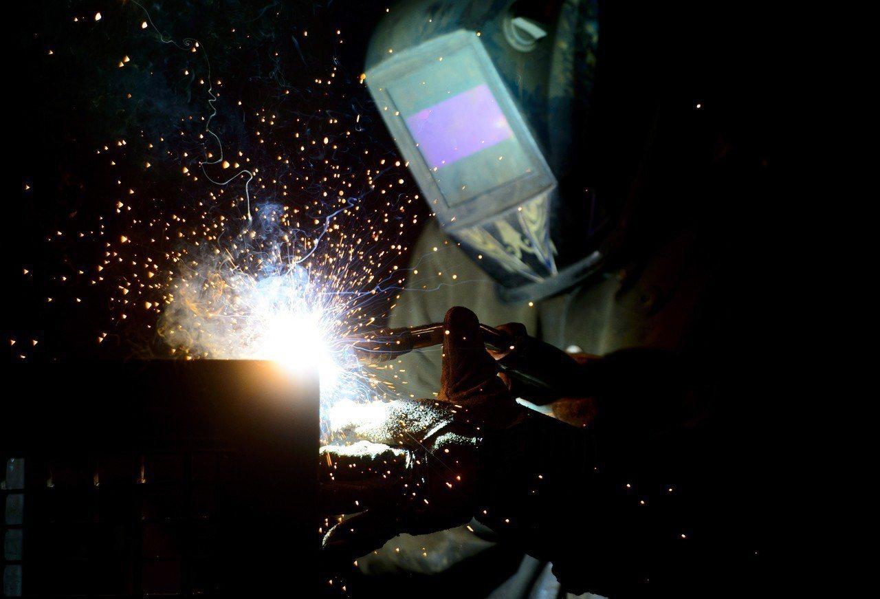 焊接畫面。美聯社