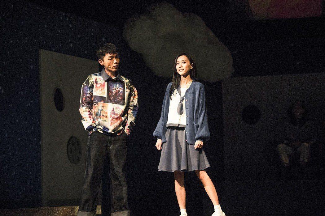 劉容嘉(右)因為音樂劇巡演從此愛上演戲。圖/時光電影院提供