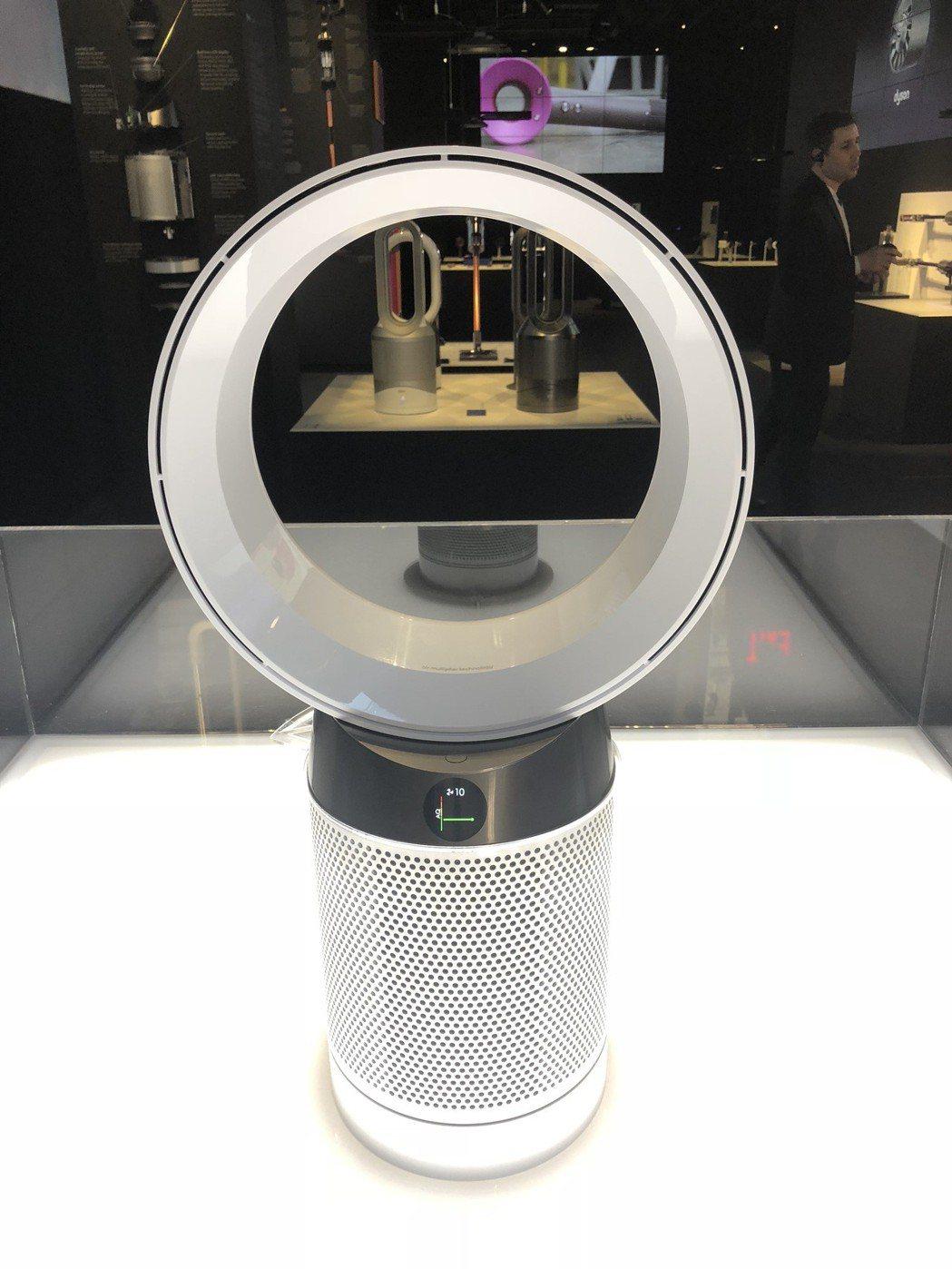 透過機身上的LCD螢幕,消費者可輕鬆掌握空氣品質燈號狀況。記者黃筱晴/攝影