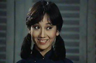 趙雅芝在「烏龍探長寶一對」演女警,在臥底執勤時扮成可愛的女僕。圖/摘自HKMDB