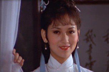 參加香港小姐選美而踏進演藝圈的趙雅芝,是華人藝壇著名的「不老傳奇」,雖已年過耳順,仍然嬌艷美麗,每一次在電視上出現總會引來讚嘆,今年春節更連上兩場大陸春晚,分別以不同的造型引發話題,大家都好奇:「她...