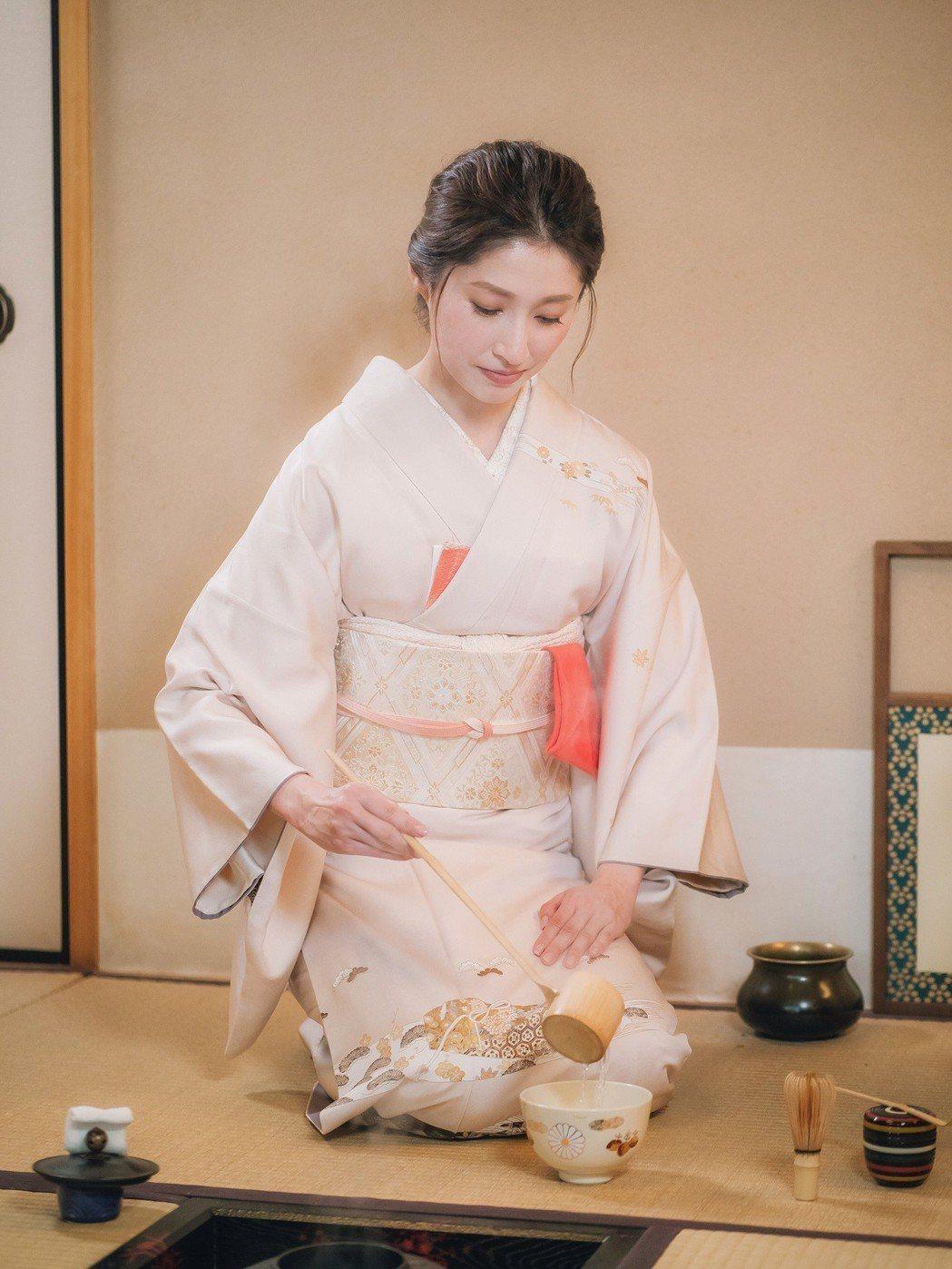 田中千繪穿和服扮相極美。圖/東森提供