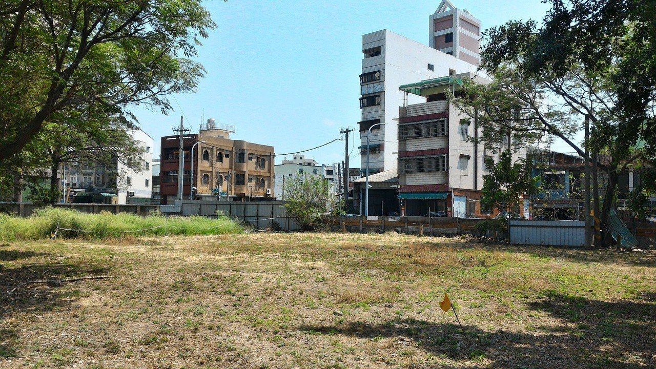 嘉義市樂齡運動遊樂園基地在嘉義市衛生局旁,占地600坪,第一期經費375萬元、第...