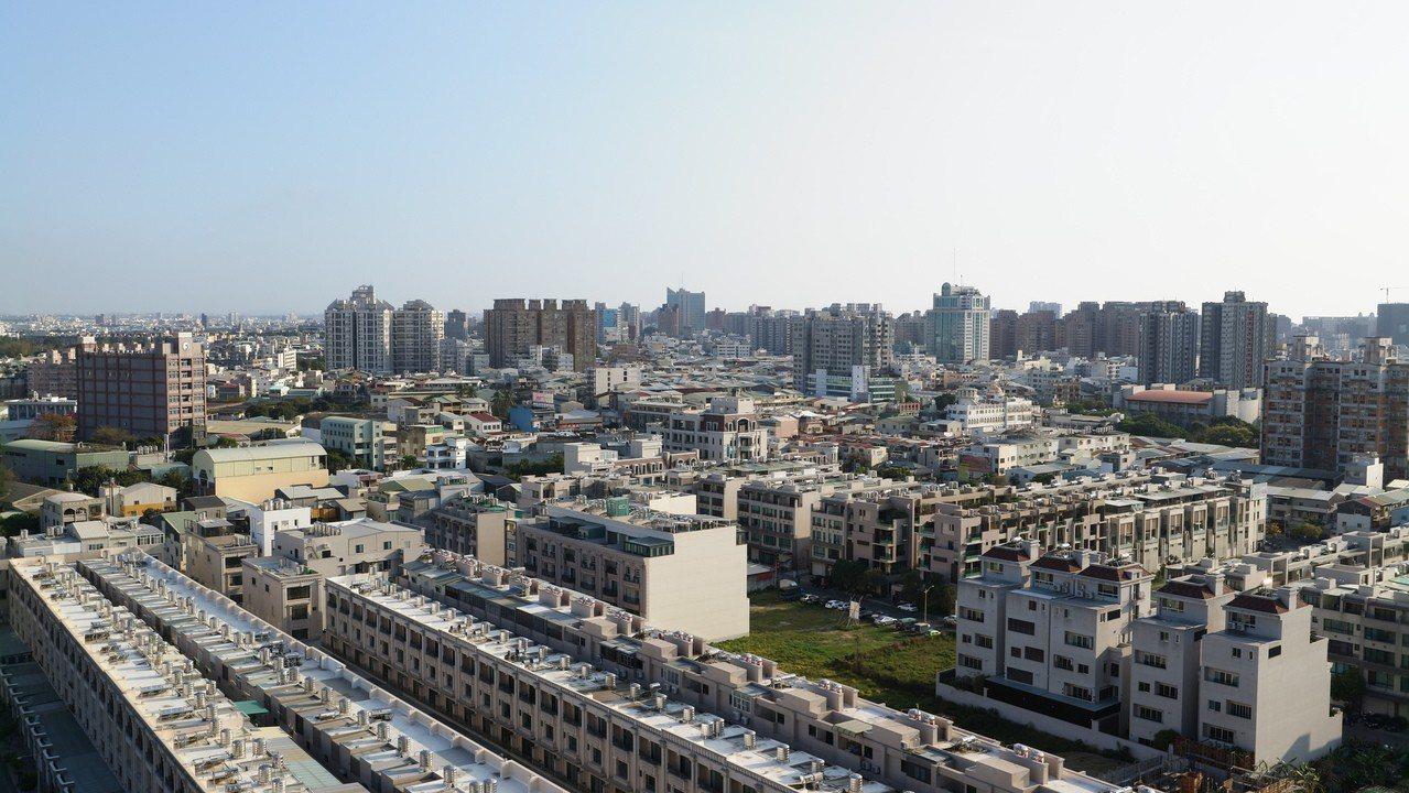 大橋重劃區未來將打造規劃成大台南新都心,話題性十足,相對容易受到網路客喜愛。 圖...