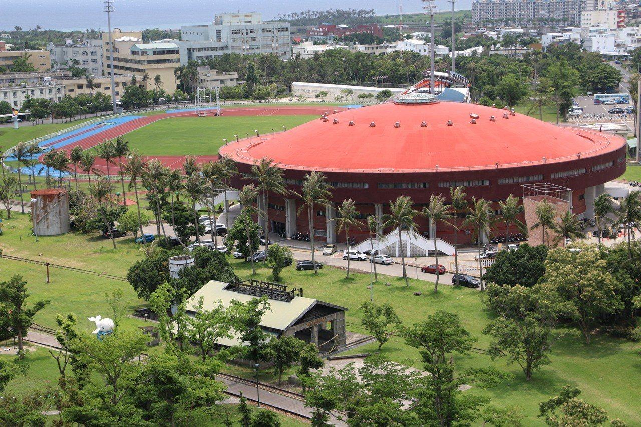台東縣政府今天下午向台東縣議會補提追加11億元預算墊付案,其中包括老舊體育館改建...