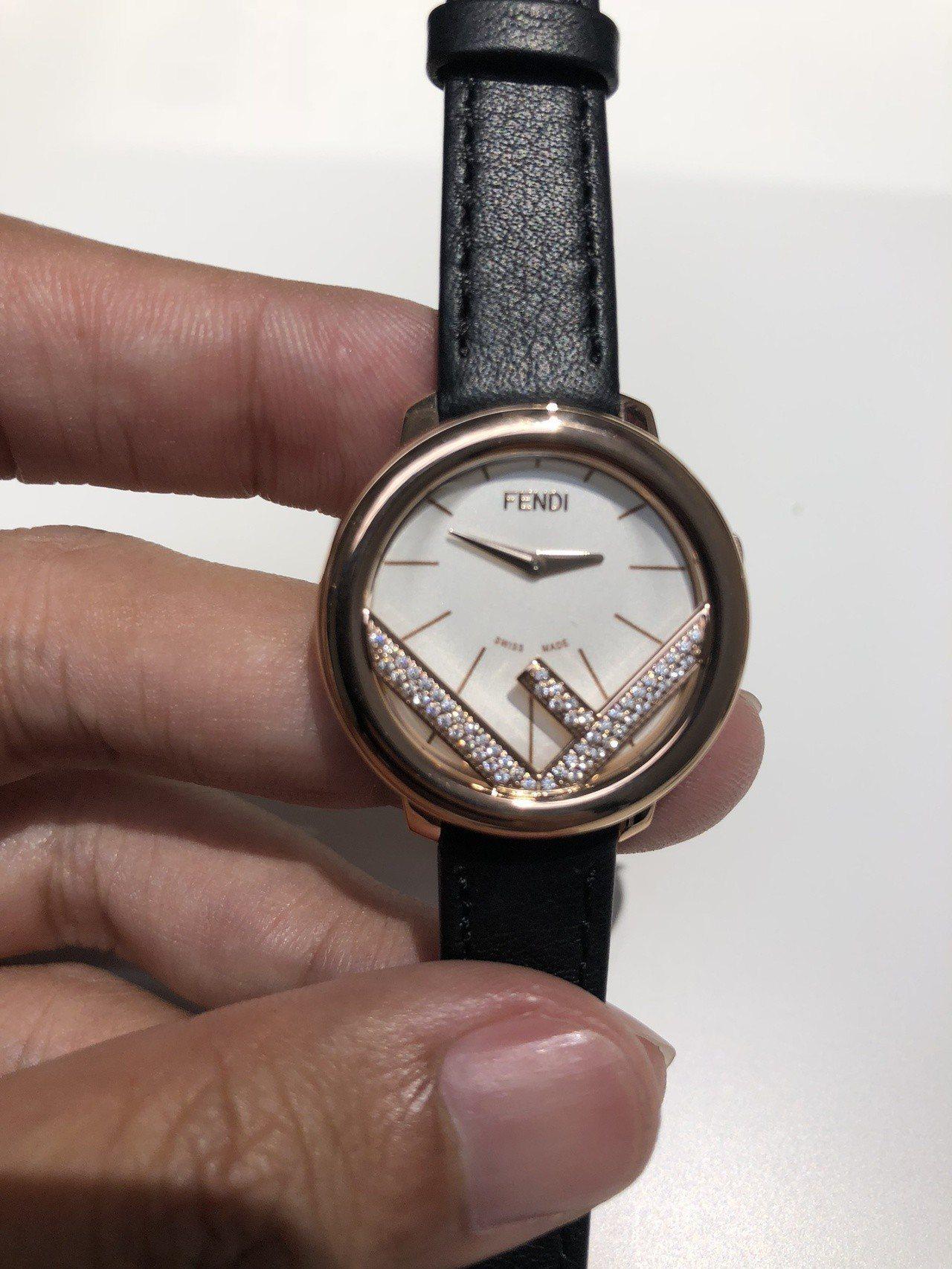 全新的Run Away腕表另有鑽石鑲嵌的款式。記者曾智緯/攝影