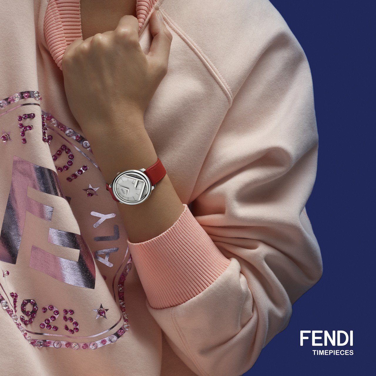 Fendi今年主打Run Away系列腕表,表面上有顯眼的F is Fendi標...
