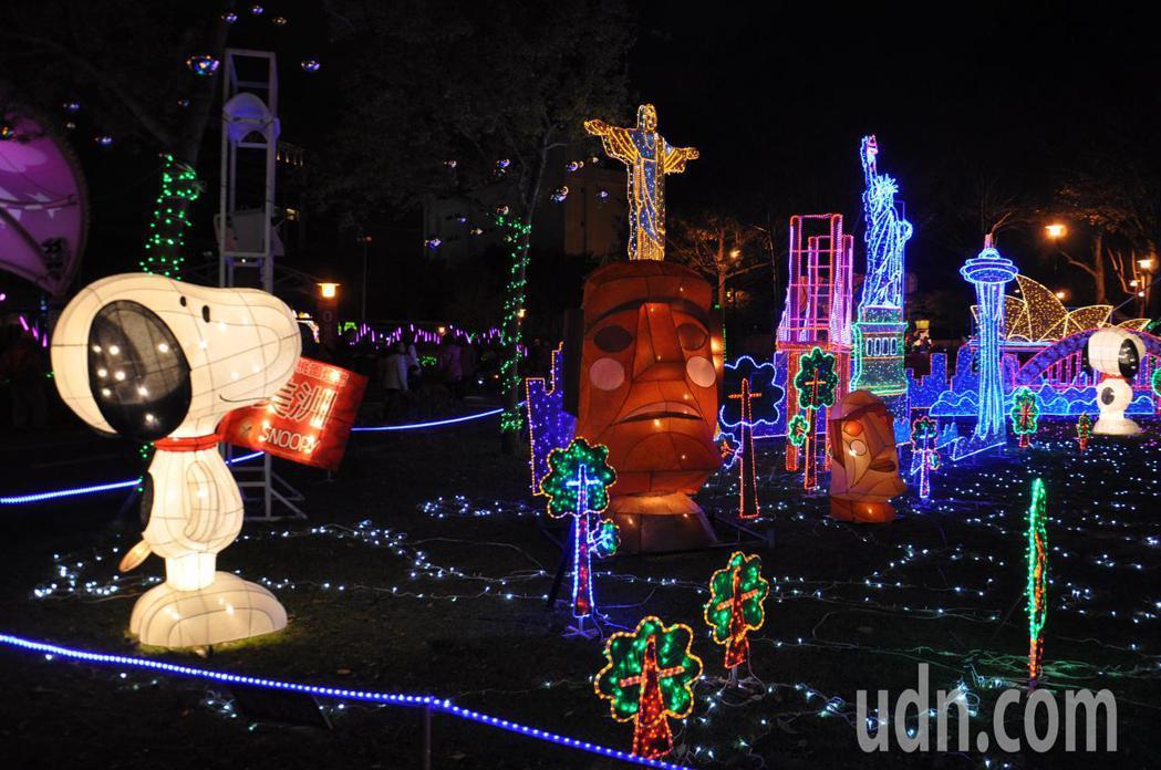 桃園燈節今年以史努比為最大亮點,處處燈區可見史努比萌樣。記者張裕珍/攝影