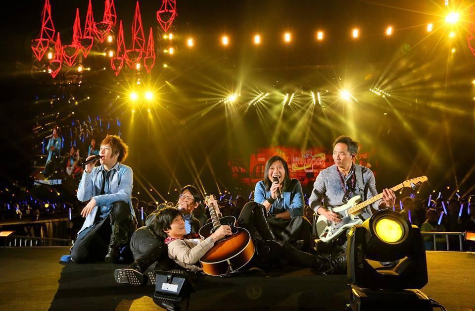 五月天實現與香港歌迷的「5月之約」,將在迪士尼停車場開唱。圖/摘自相信音樂臉書