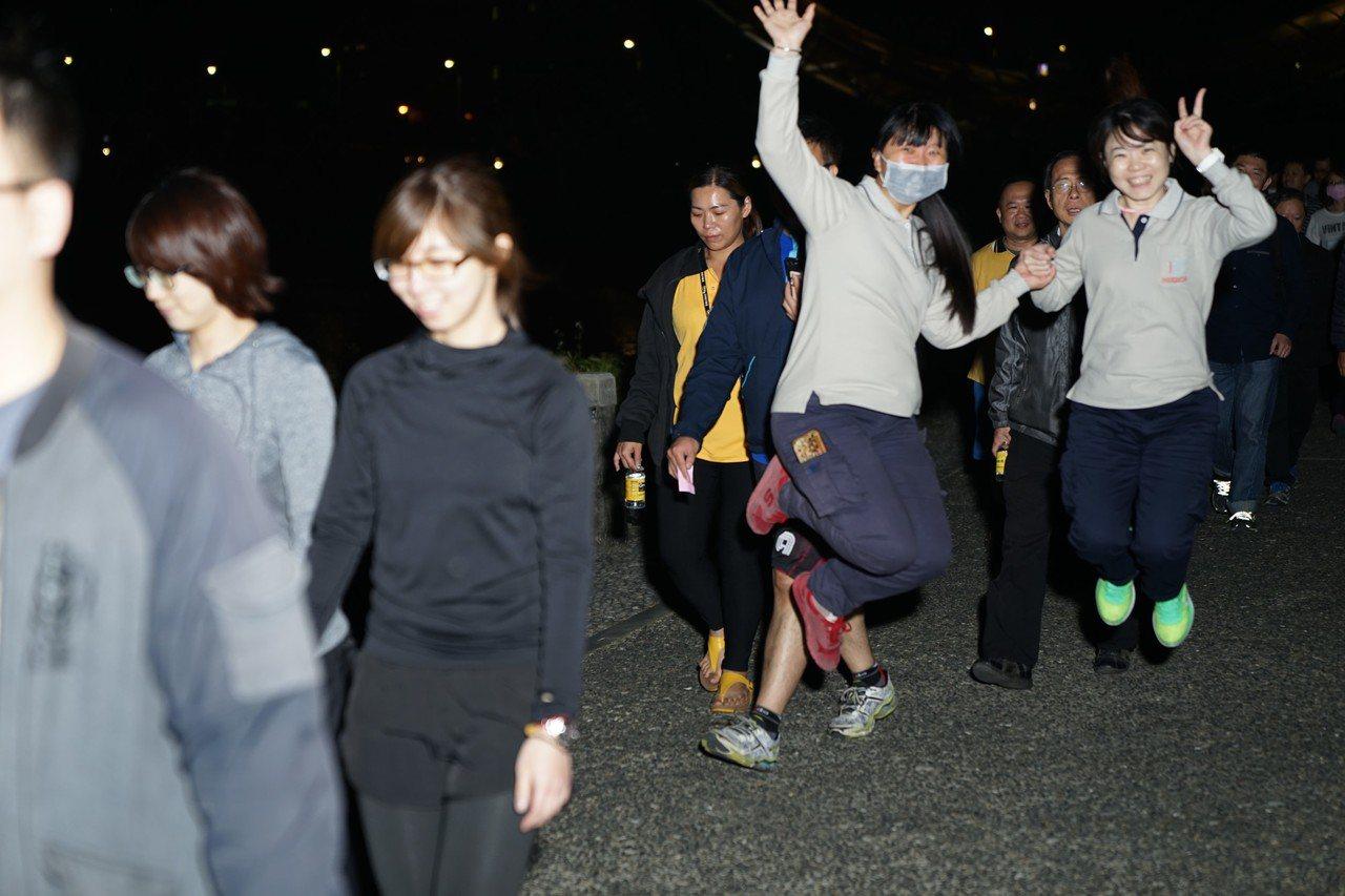 南科管理局晚間舉行夜跑,園區廠商熱烈參與。圖/南科管理局提供