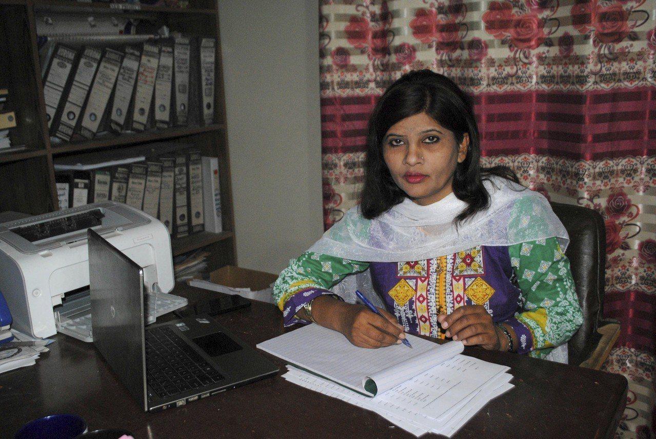 庫馬里在辦公室受訪,她表示將為女權發聲。美聯社