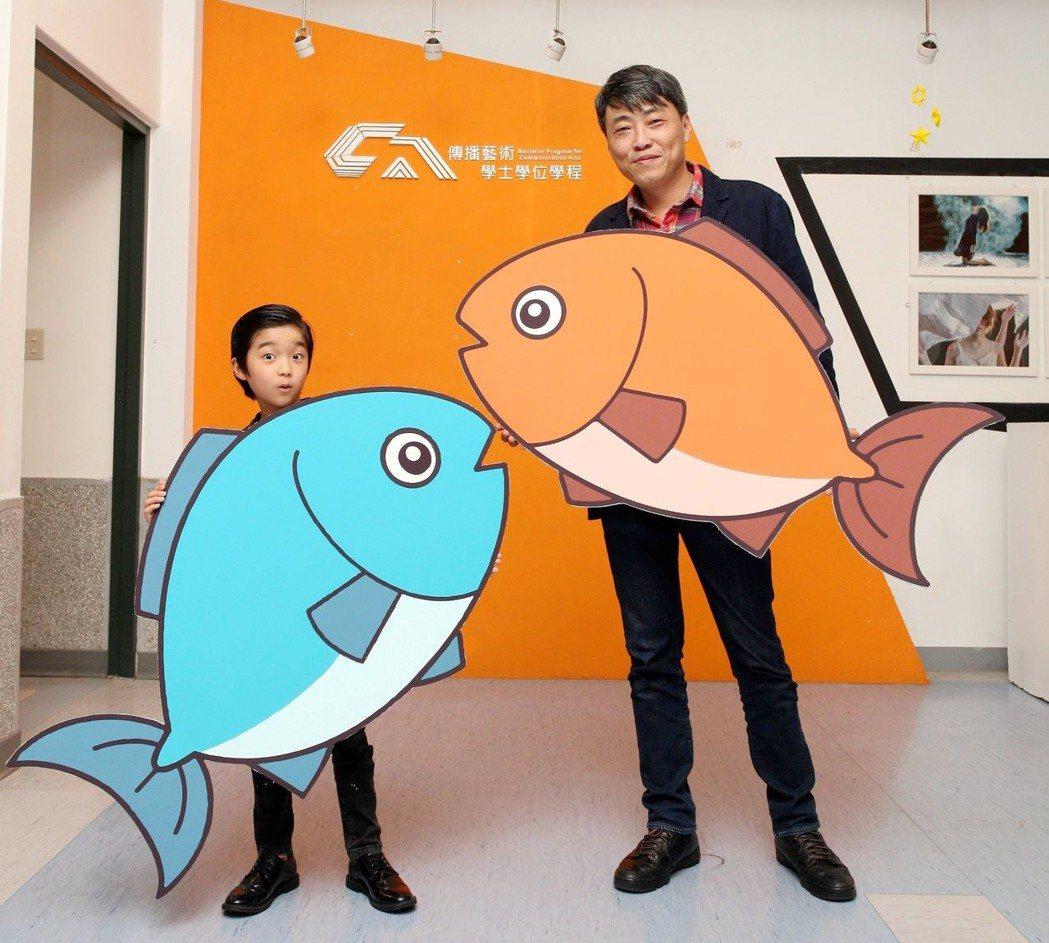 「上岸的魚」導演賴國安與童星白潤音前往校園宣傳。圖/海鵬提供