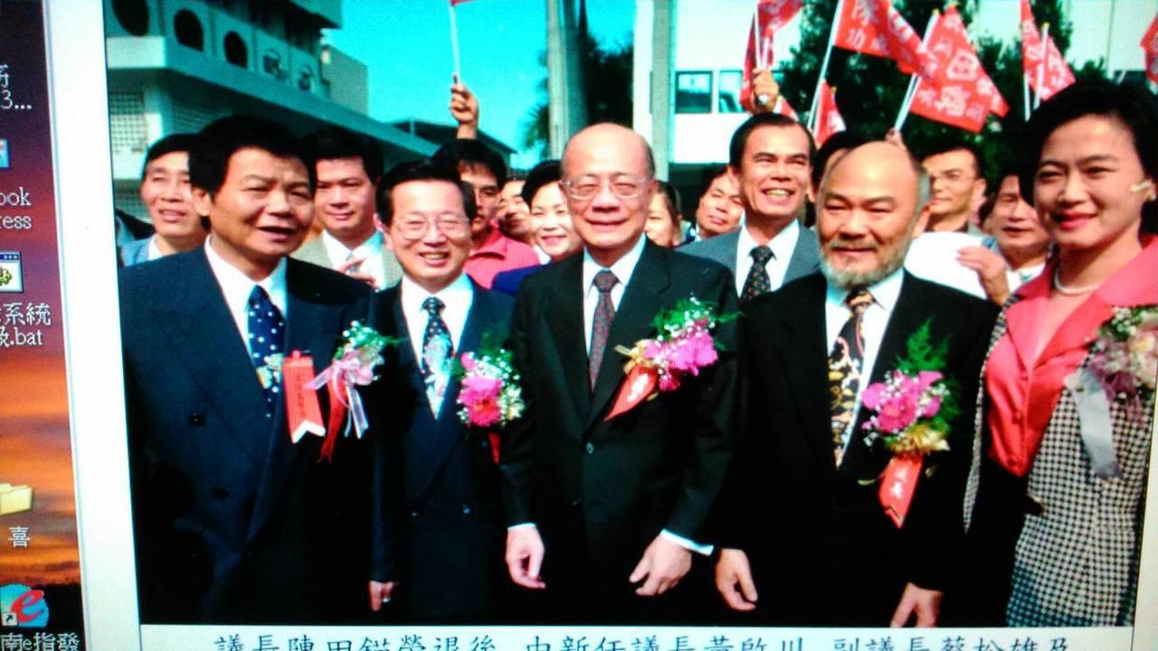 高市議會「老議長」陳田錨(左三)的32年議壇經歷,見證台灣民主政治發展過程。 圖...