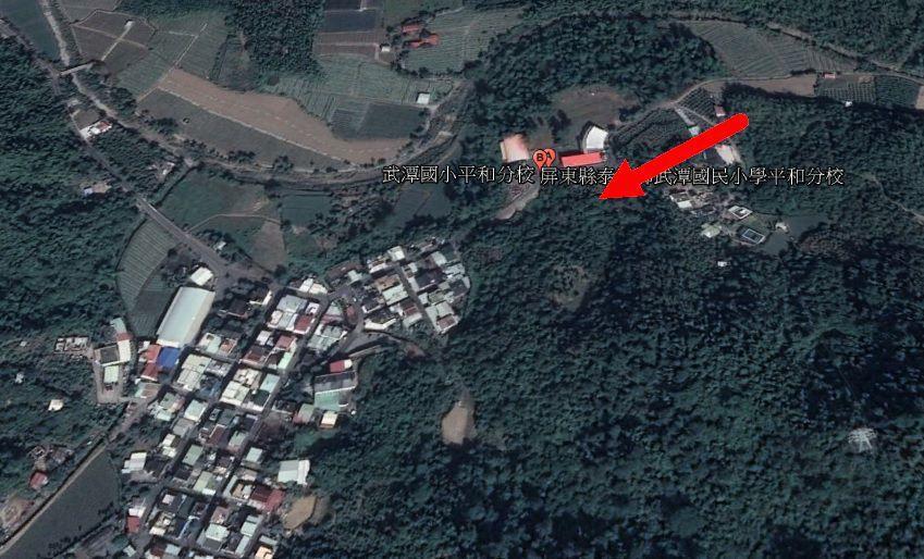 而從衛星圖上研判,墜機地點距稠密民居相當近。翻攝Google Earth