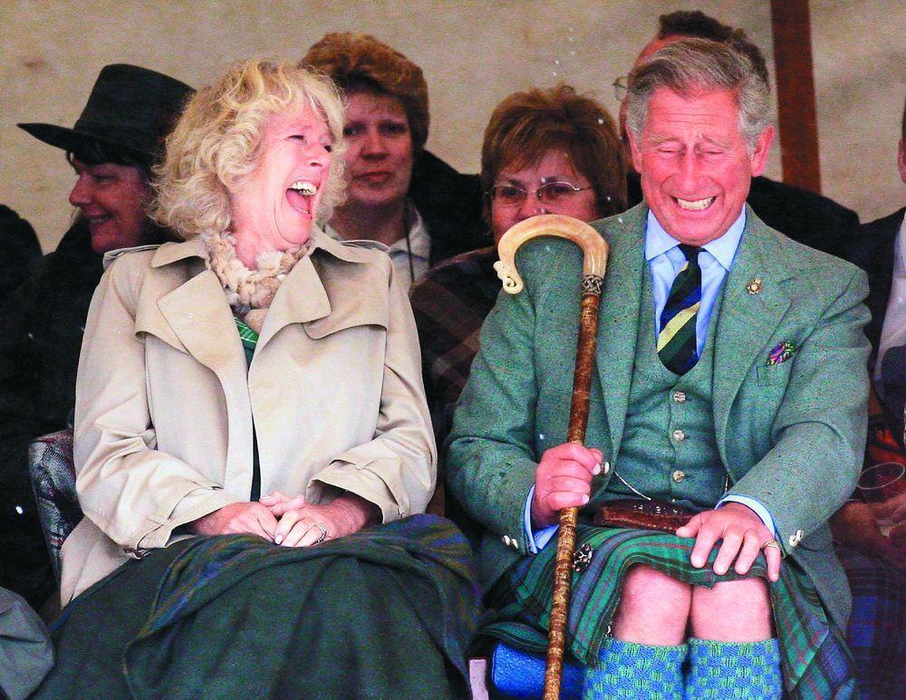 英國查理王子(右)與妻子卡蜜拉。(美聯社)