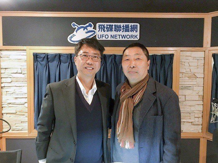 逢甲大學校長李秉乾(左)1日接受飛碟電台主持人唐湘龍的專訪,暢談國際合作辦學。 ...