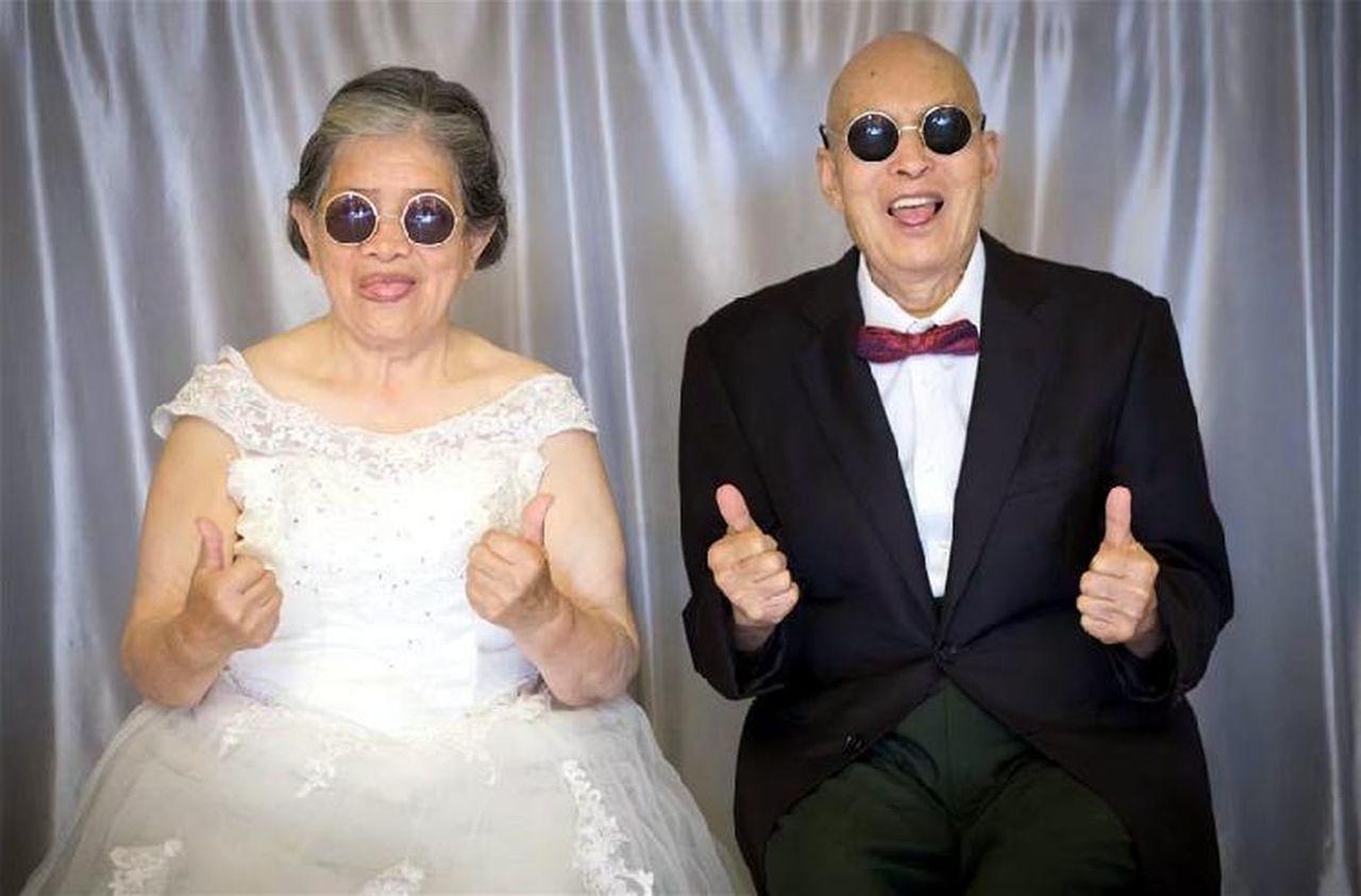 超有愛!成都女孩給8旬爺爺奶奶拍遲到66年的婚紗照