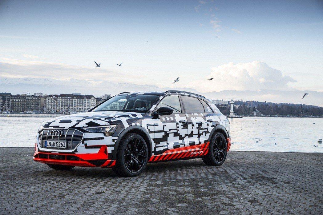 Audi e-tron 純電休旅原型車日前已於日內瓦市區進行道路測試,最快下半年就能開始量產。 Audi 提供