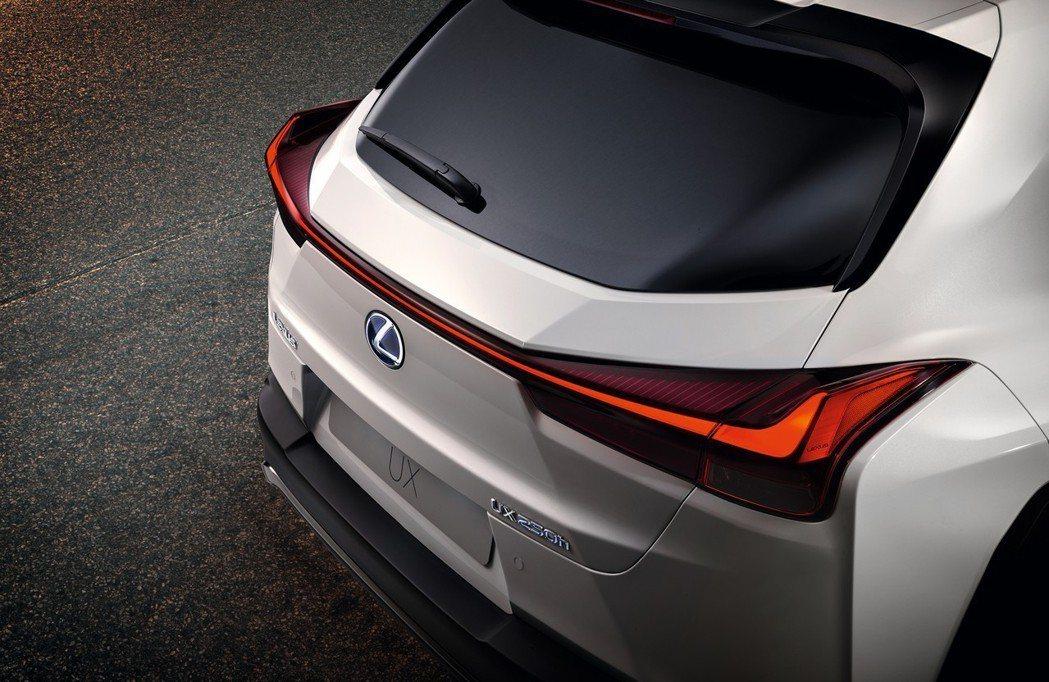 UX的車尾設計可說是整部車的精隨。 摘自Lexus