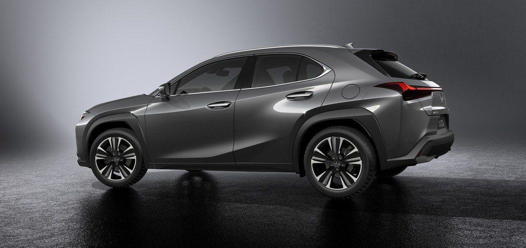 Lexus UX的車側線條相當明顯。 摘自Lexus