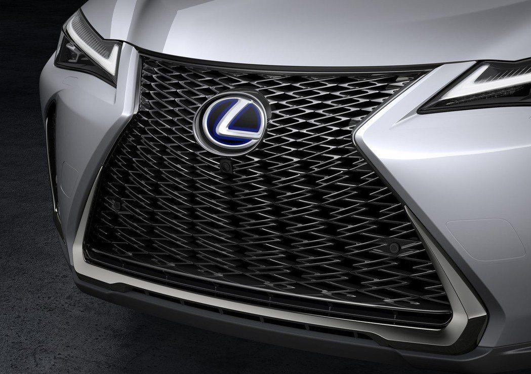 越來越大的紡錘型水箱護罩。 摘自Lexus