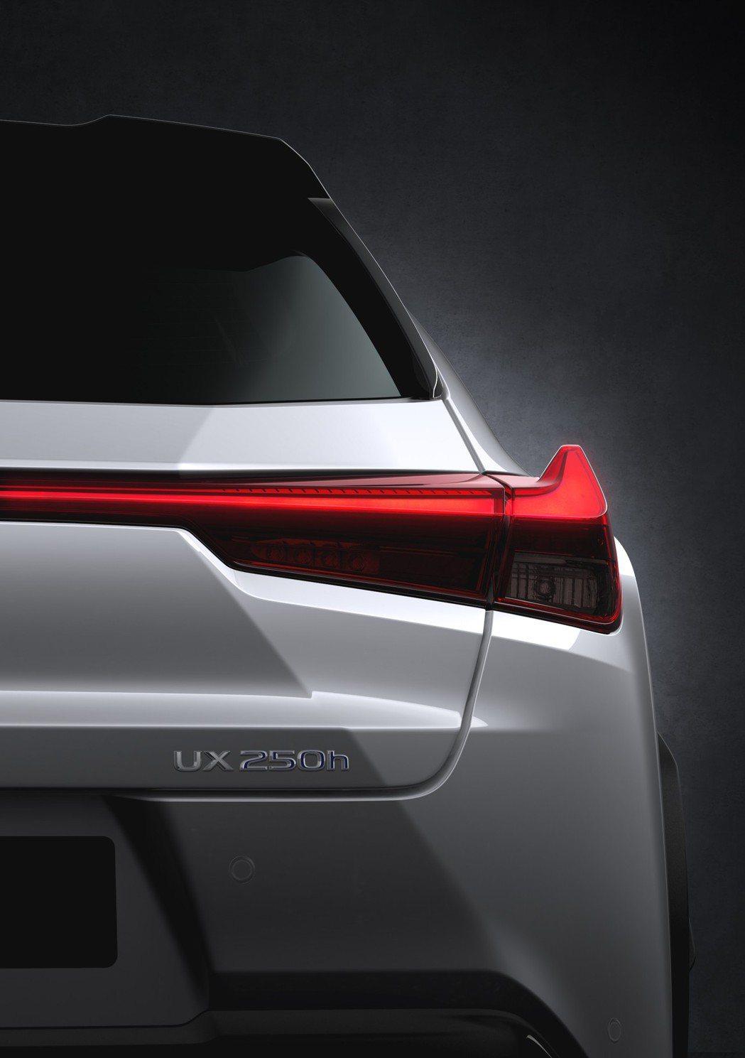 UX尾燈承襲了Concept版的設計。 摘自Lexus