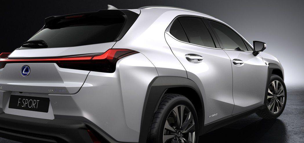 UX的輪拱線條十分明顯。 摘自Lexus