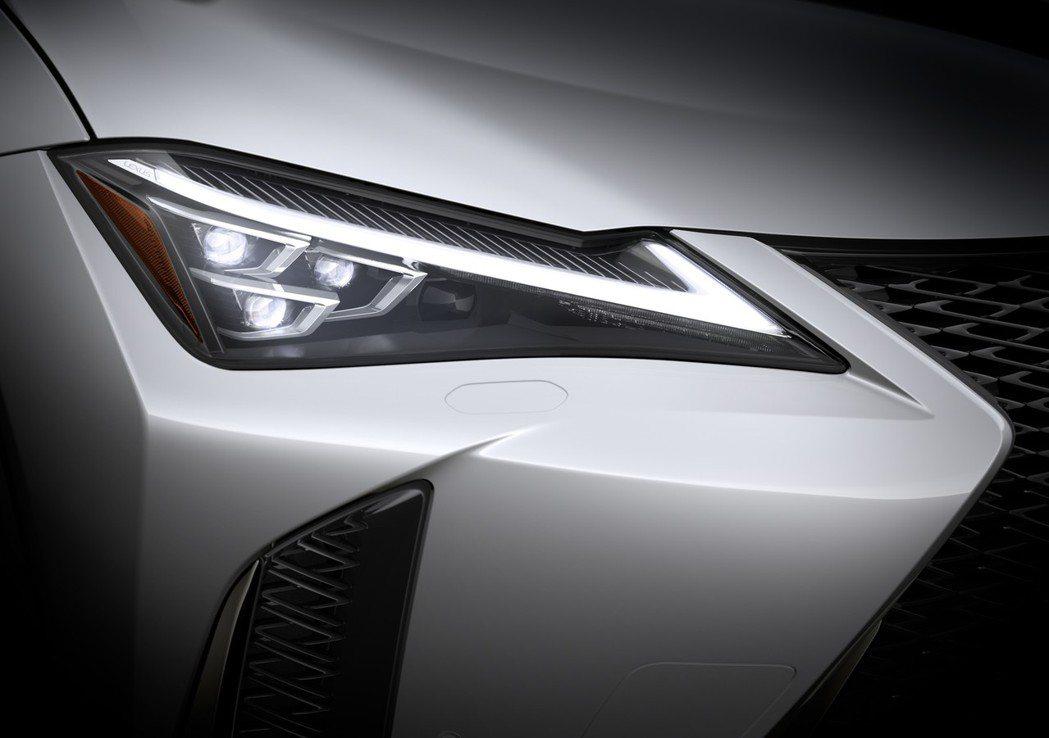 L型箭矢型日型燈十分帥氣。 摘自Lexus
