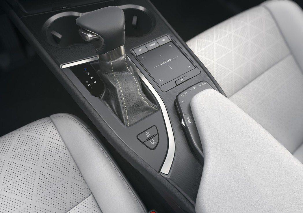UX的車室保有一貫的日式工藝品質。 摘自Lexus