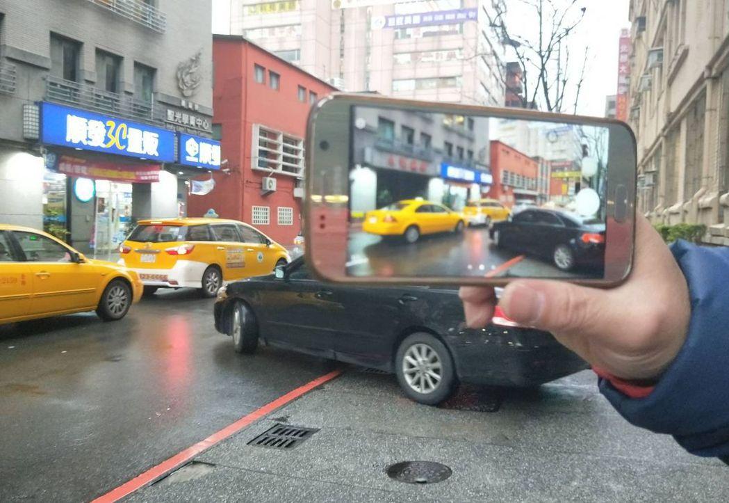 警方說,撿到東西或者發現路倒、車禍傷者要協助,目前手機方便,記得要蒐證。記者游明...