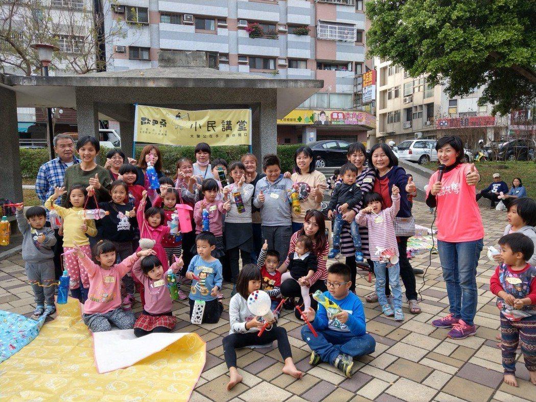 歐巴桑聯盟的童葦翎,發起環保燈籠DIY,大小朋友都玩得開心。 圖/童葦翎提供