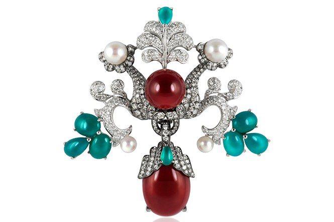 東遊印象之敦煌,可拆式胸針/墜飾。材質:18K白金、赤紅寶石珊瑚、珍珠、鑽石、台...
