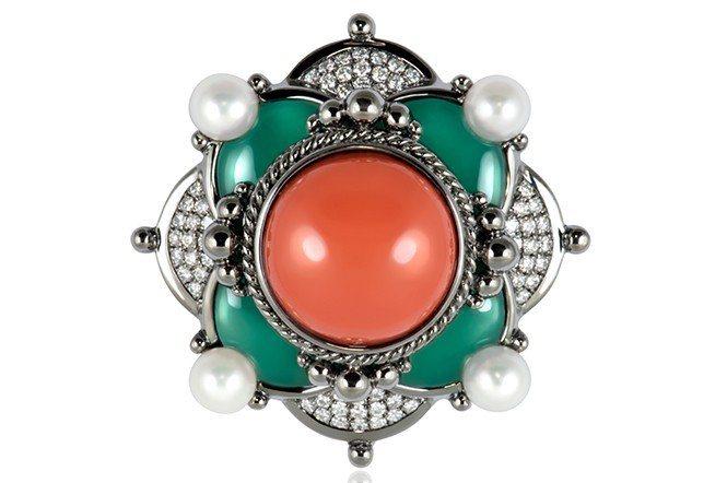 東遊印象系列之敦煌。材質:18K白金、寶石珊瑚、珍珠、鑽石、台灣藍寶。