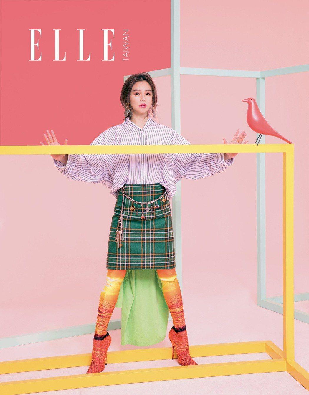 兩穿式拼接造型襯衫、綠色格紋半身裙、印花長襪靴(ALL BY BALENCIAG...